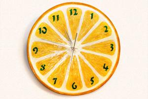 Часы «Лимон». Роспись деревянной заготовки