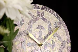 Декор часов перламутровой мозаикой