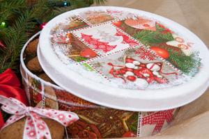 Новогодний декор жестяной банки для печенья. Мастер-класс по декупажу на металле