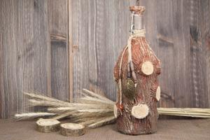 Декор бутылки рельефной пастой