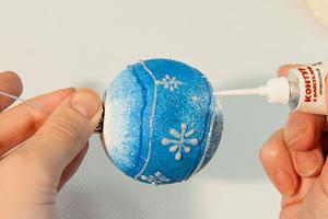 Новогодние шарики. Простой декор красками для начинающих.