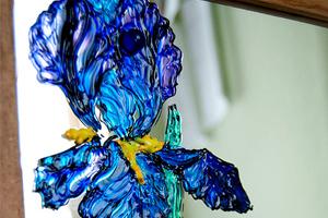 Ирисы на зеркале. Рельефная витражная роспись на зеркале с помощью моделирующих гелей.