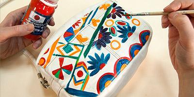 Роспись сумки акриловыми красками в стиле бохо