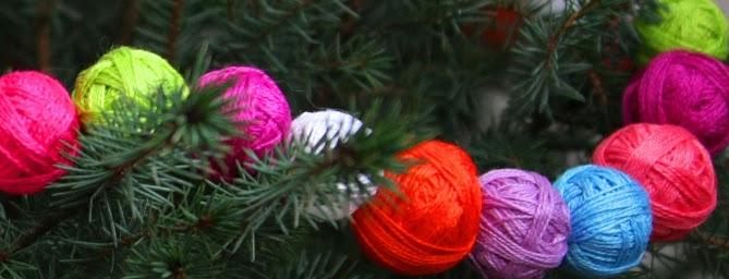 елка-украшеная-клубками.jpg