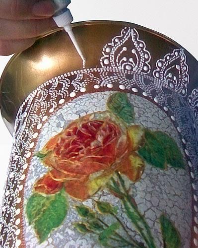 Орнаментом оформляем горловину и низ вазы.