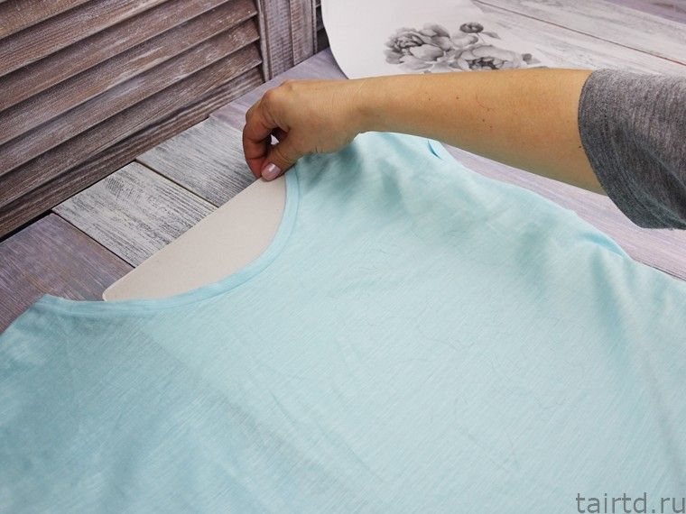 Роспись футболки акрилом. Шаг 2