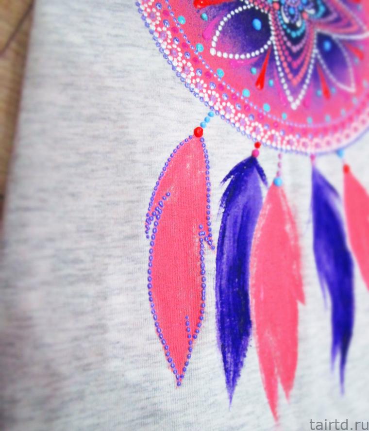 Точечная роспись футболки