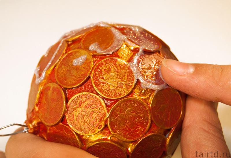 Амулет из монетки на удачу и деньги своими руками 9
